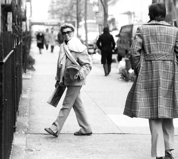 Katherine Hepburn carries firewood into her E. 49th St. home