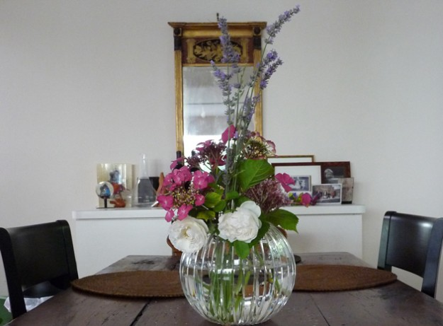 Flowers-In-The-House,-On-The-Table