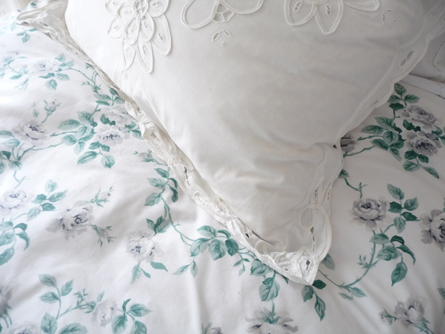 Bedding-In-The-Guest-Room