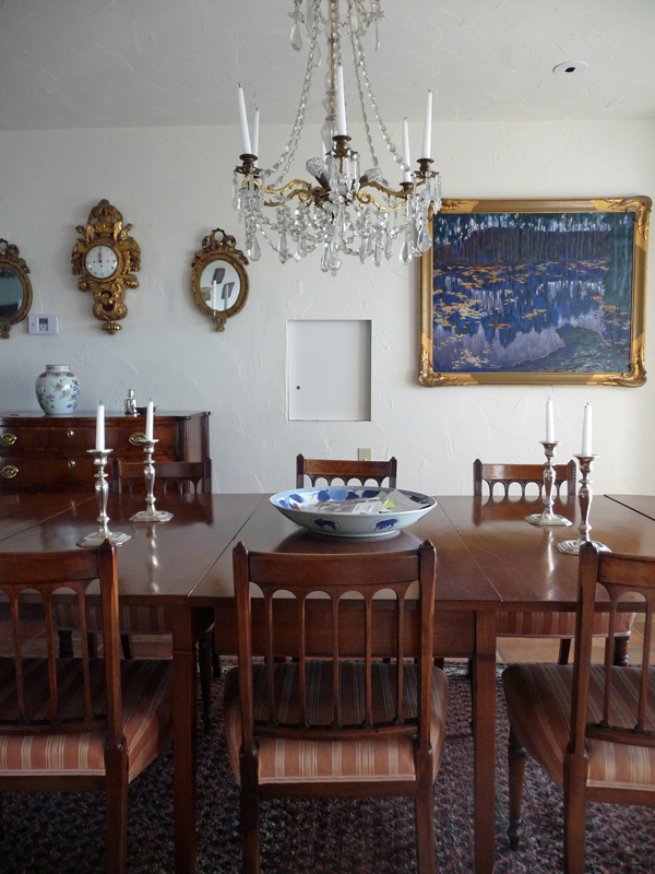 Dining-Table-And-Chandelier