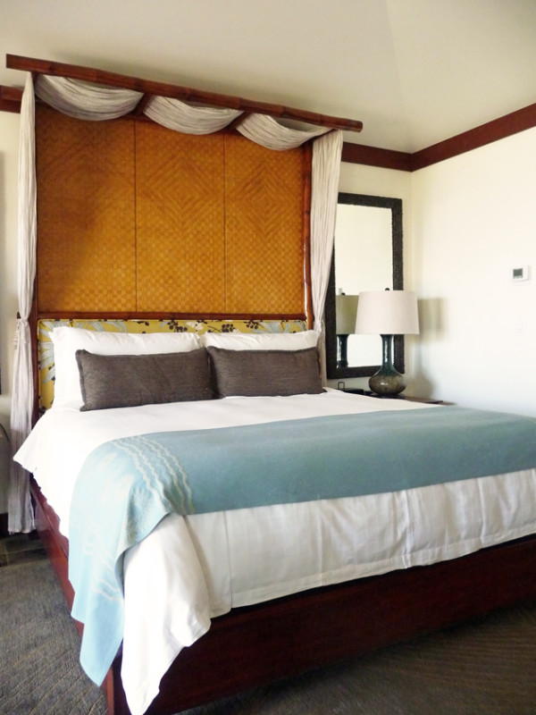 King-Size-Bed-At-The-Four-Seasons-Hualali