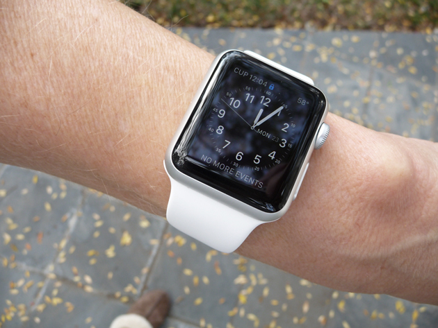 Aluminum-Apple-Watch-with-White-Strap